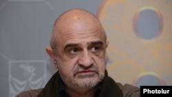 Երևանի տիկնիկային թատրոնի տնօրեն Ռուբեն Բաբայանը, արխիվ: