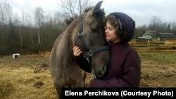 Тася Перчикова с мамой после травли в Томсино переехали в деревню Поречье
