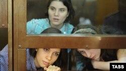 17 августа должен быть оглашен приговор участницам Pussy Riot: Надежде Толоконниковой, Марии Алёхиной и Екатерина Самуцевич