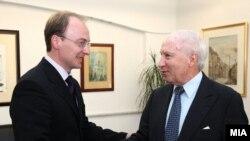 ШЕфот на дипломатијата Антонио Милошоски со посредникот Метју Нимиц