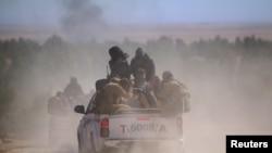 Бойцы сирийской оппозиции в районе города аль-Шадади, Сирия, февраль 2016 года. Иллюстративное фото.