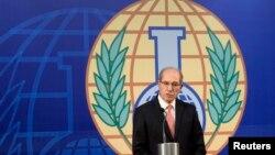 Директор Организации по запрещению химического оружия Ахмет Узумсу выступает на конференции в Гааге 9 октября 2013 года.