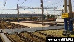 На чем сейчас крымчане ездят на материк, как перемещаются полуостровом и подлежит ли восстановлению крымская железная дорога – в новом выпуске программы «Крым.Реалии» на телеканале новостей «24»