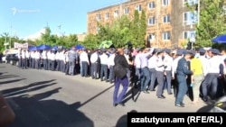 Armenia -- Police Line near the Court where the Case of Robert Kocharian is beeing Heard. 16May, 2019