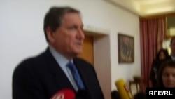 Richard Holbrooke daje izjavu medijima nakon susreta sa Stjepanom Mesićem, Foto: Enis Zebić