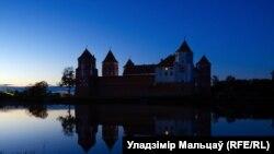 Мiрскi замак, лiстапад 2013, фота: Уладзiмiр Мальцаў