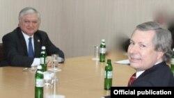 Встреча главы МИД Армении Эдварда Налбандяна с сопредседателем Минской группы ОБСЕ от США Джеймсом Уорликом (архив)