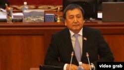 Кыргызстан Жогорку Кеңешиндеги КСДП фракциясынын депутаты, мурдагы спикер Асылбек Жээнбеков.