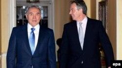 Ұлыбритания премьер-министрі Тони Блэр (оң жақта) және Қазақстан президенті Нұрсұлтан Назарбаев. Лондон, 21 қараша 2006 жыл.