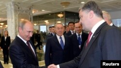 Vladimir Putin və Petro Poroshenko