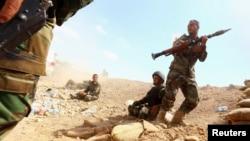 پیشمرگههای کردستان عراق در حال نبرد با نیروهای داعش، استان نینوا، عراق