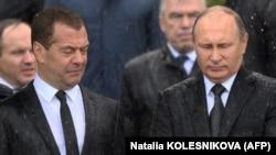 Медведев-Путин ысыкта да, суукта да бирге келатышат