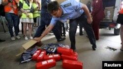 Ловля нелегального сыра в аэропорту Пулково. 6 августа 2015 года