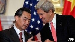 Глава МИД КНР Ван И и госсекретарь США Джон Керри (19 сентября 2013 года)