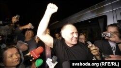 Микола Статкевич після звільнення із в'язниці 22 серпня 2015 року
