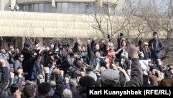 Жаңаөзен оқиғасына 100 күн толуына орай өткен шеру. Алматы, 24 мамыр 2012 жыл.