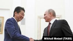 Премьер-министр Японии Синдзо Абэ и президент РФ Владимир Путин