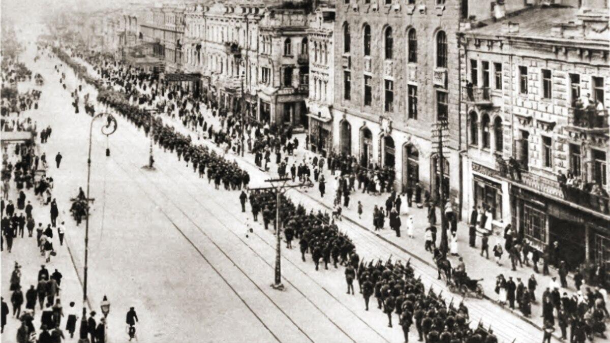 100 лет назад в Киеве на Крещатике состоялся парад войск УНР и Польши