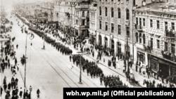 Парад українських і польських військ у Києві на Хрещатику після звільнення міста від більшовиків, 9 травня 1920 року