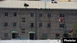 Ոստիկանության ՊՊԾ գնդի տարածքը, որը 15 օր մնաց զինված խմբի վերահսկողության տակ, 22-ը հուլիսի, 2016թ.