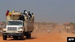 Sudani Jugor - Sudanezo jugorët po ikin nga kryeqyteti Juba, ku tensionet janë shtuar, ndërsa popullata po frikësohet që të qëndrojnë në shtëpitë e tyre, 21 dhjetor 2013