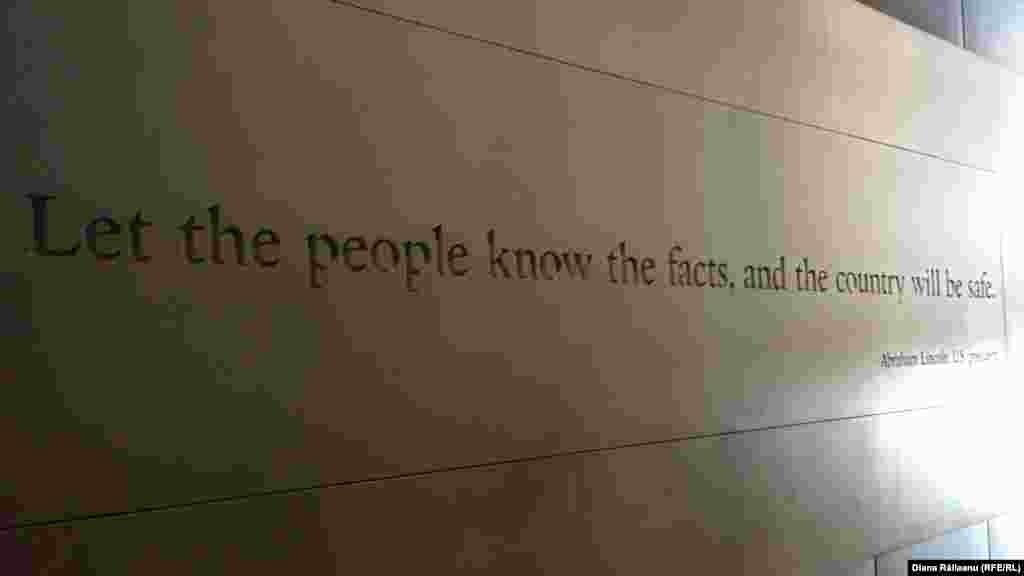Citat al fostului președinte american Abraham Lincoln la ieșirea din Muzeul Presei.