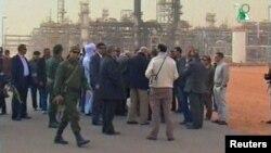 Жекшембиде окуя болуп жаткан жерге жакын аймакка айрым расмий өкүлдөр да барышкан, 20-январь, 2013