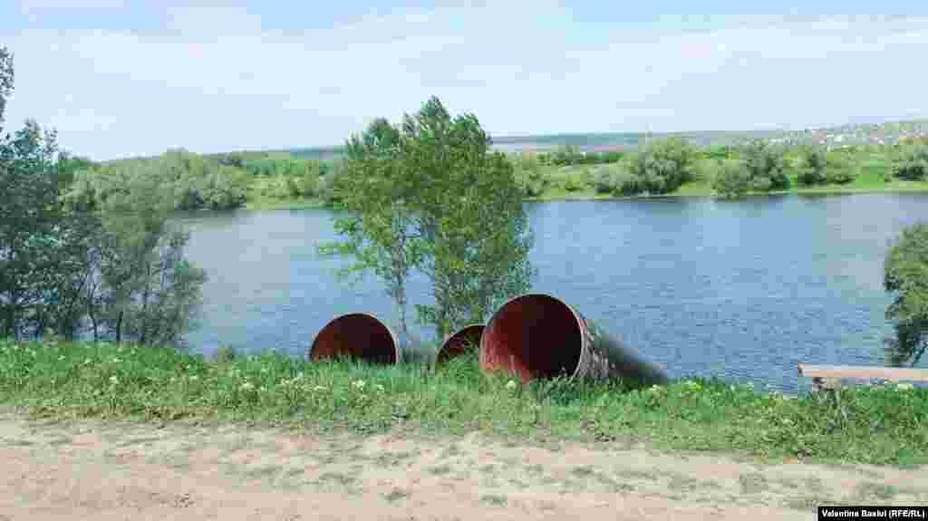 Cea mai dificilă acţiune a fost străpungerea digului, fără ca acesta să fie afectat