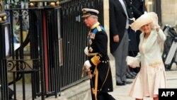 Наследник британского престола принц Чарльз ии его супруга