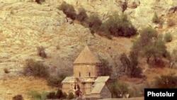 Турция, оюАхтамар - На куполе церкви Сурб Хач водружен крест. 1 октября 2010 г.