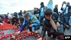 На фото — вшанування пам'яті жертв депортації кримськотатарського народу в Києві 18 травня 2016 року