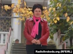 Екскурсовод Ніно Салаґая перед музеєм Лесі Українки