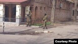Озброєні особи, причетні до захоплення будівлі СБУ у Слов'янську