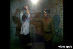 Актеры изображают допрос в музее КарЛАГа. Село Долинка в Карагандинской области.