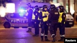 Поліцейські на місці нападу, Париж, 20 квітня 2017 року
