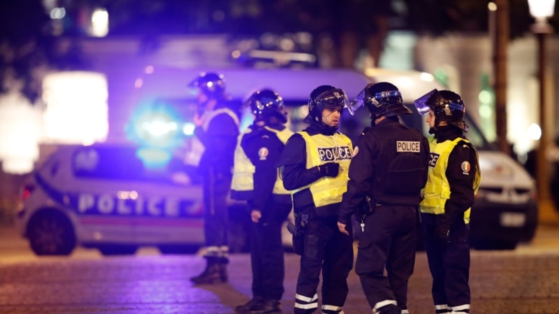 При нападении в центре Парижа убиты двое полицейских