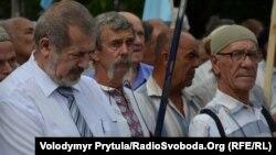 Рефат Чубаров (ліворуч) на мітингу у Сімферополі, 23 серпня 2013 року
