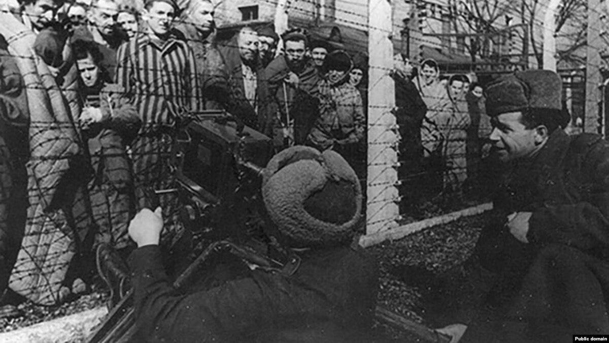«Уволили, но свободу не принесли» – Польша отвечает России на исторические упреки