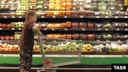 The food embargo could see a lot of Western produce disappearing from Russian supermarket shelves. (file photo)
