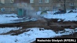 Обычный двор дома в Ижевске зимой 2016 года