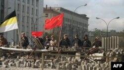 Коммунисшіл ереуілшілер баррикадасы. Мәскеу, 1 қазан 1993 жыл.
