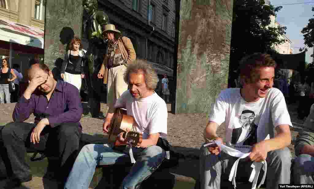 Песни протеста too на #оккупайарбат