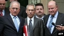 Боцан-Харченко (в центре) излучает положенный ему по должности оптимизм