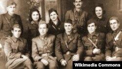 Методија Андонов Ченто со група македонски партизани.