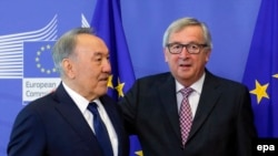 Kazakh President Nursultan Nazarbaev (L) is welcomed by EU Commission President Jean-Claude Juncker before a meeting in Brussels.