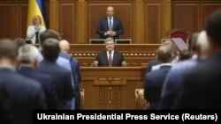 Петр Порошенко обращается с ежегодным посланием к депутатам Верховной Рады