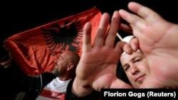 Косово: прихильники опозиційної партій «Самовизначення» святкують перемогу. Приштина, 6 жовтня 2019 року