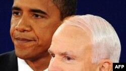 Barack Obama dhe John McCain gjatë debatit të dytë televiziv, 7 tetor 2008.