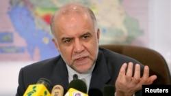 بیژن نامدار زنگنه، وزیر نفت ایران.