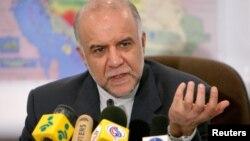 Министр нефти Ирана Биджан Занганех. Тегеран, 8 марта 2005 года.